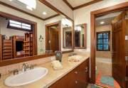 Main_Bunkroom_bathroom.040